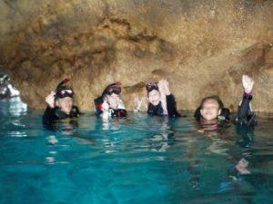 ベストコンディションの青の洞窟を冒険