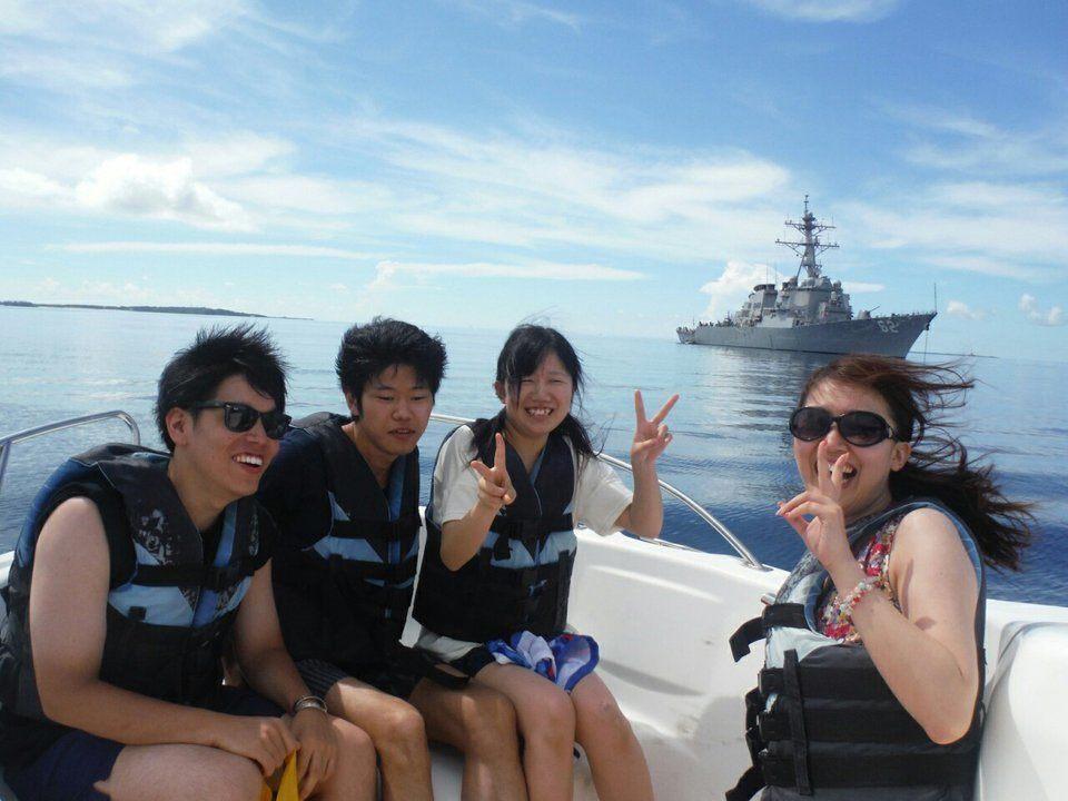 津堅島に向かう途中、偶然出会った米イージス艦フィッツジェラルド