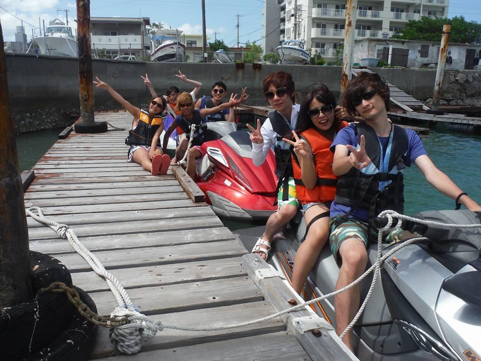 沖縄マリーナからジェットスキーで津堅島へと出発!