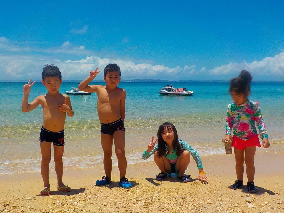 社員旅行で津堅島!子供達も喜んでビーチで(笑)
