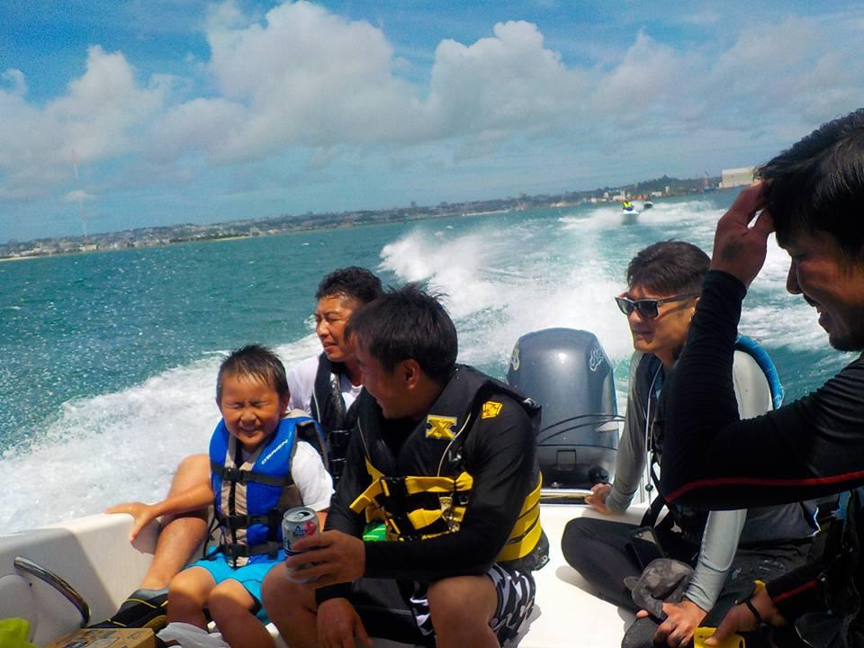 モーターボートとジェットスキーで津堅島へ