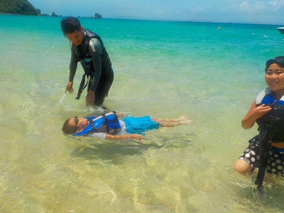 子供達はビーチで泳いだりとプカプカ