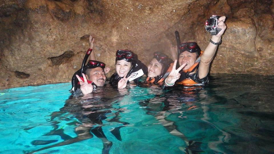 初ツーリングで青の洞窟に仲良し4人組