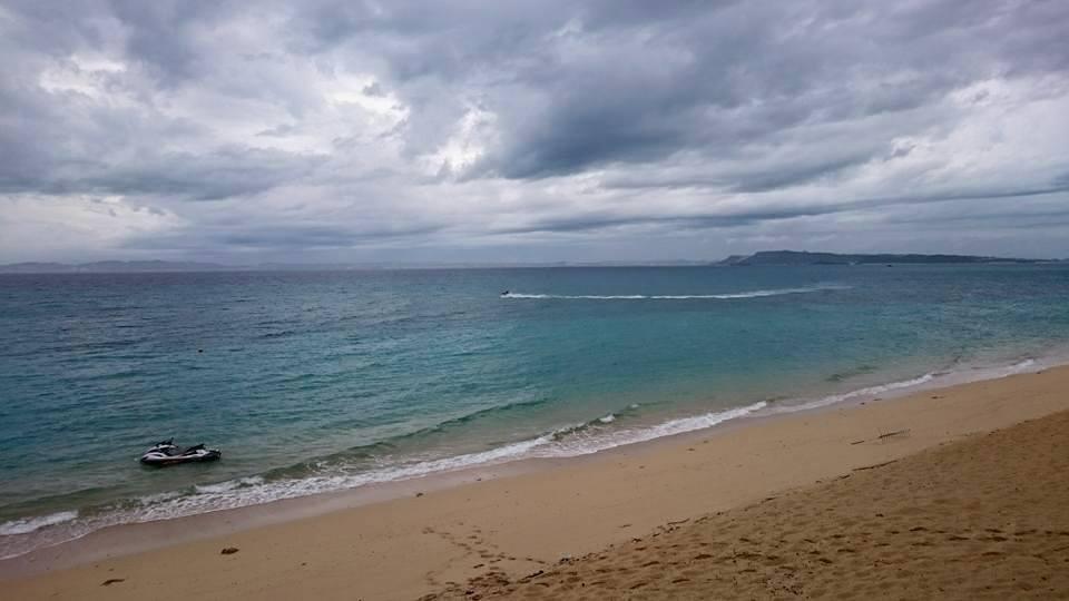 津堅島も雨が降りそうな雲行き