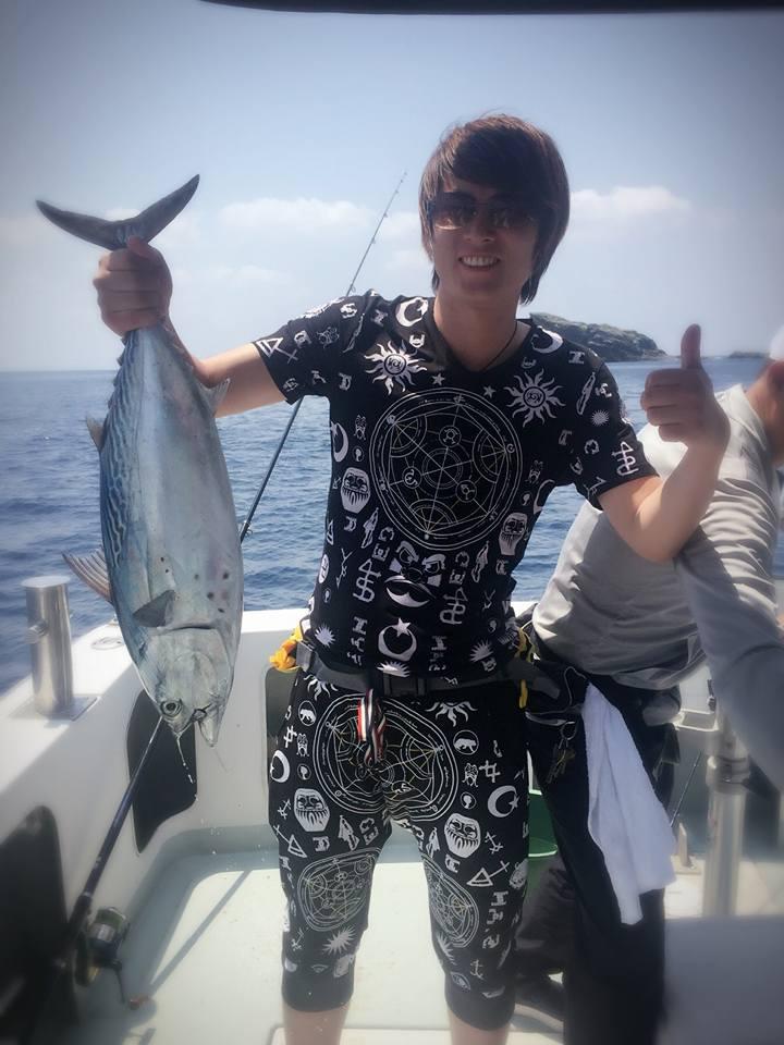 慶良間釣りツアーでカツオがあがりました!