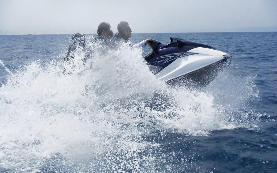 ジェットスキーの操船体験できる無免許運転プラン