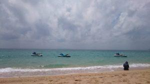 波は荒れまり(笑)誰もいないビーチ満喫