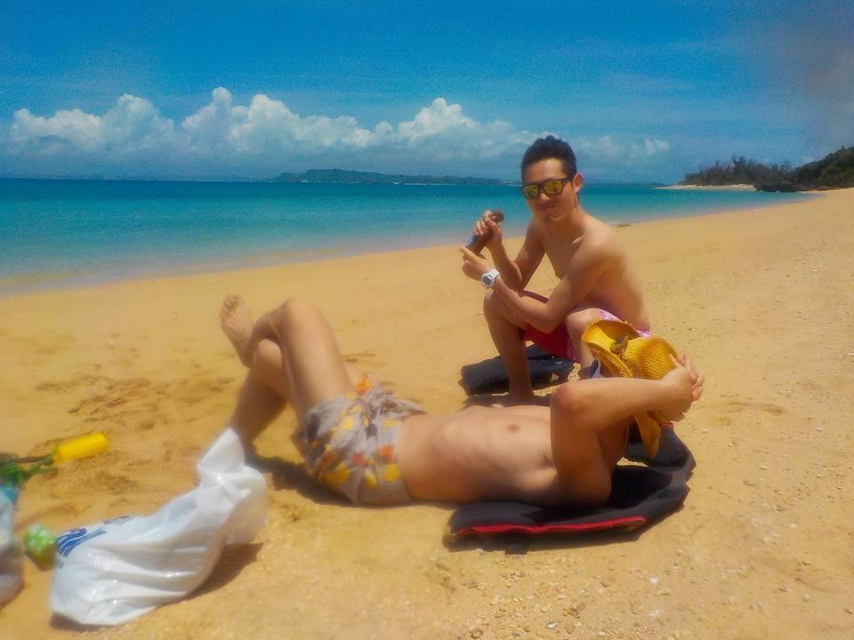 津堅島ビーチで日焼けタイム