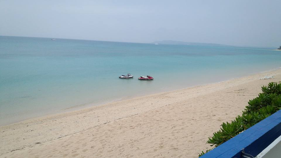 津堅島ビーチを楽しんで